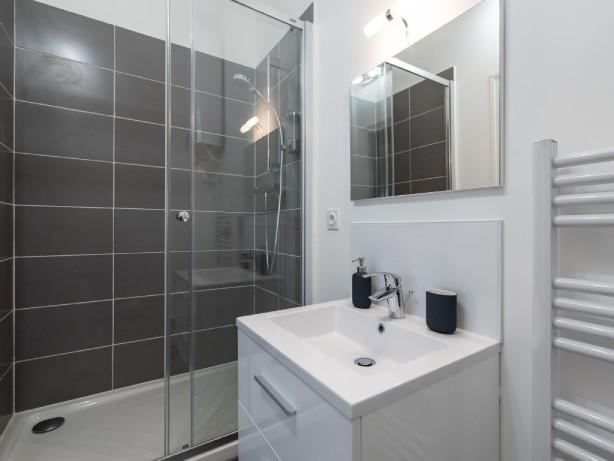 douche à l'italienne - studio à lyon location saisonnière