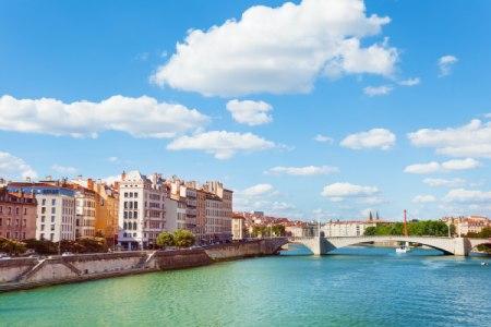 Décor magnifique des quais de Rhône et de la Saône à Lyon